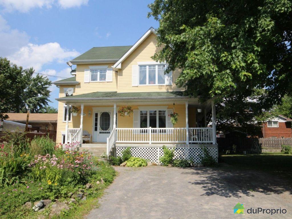 maison vendu ste marthe sur le lac immobilier qu bec duproprio 713691. Black Bedroom Furniture Sets. Home Design Ideas