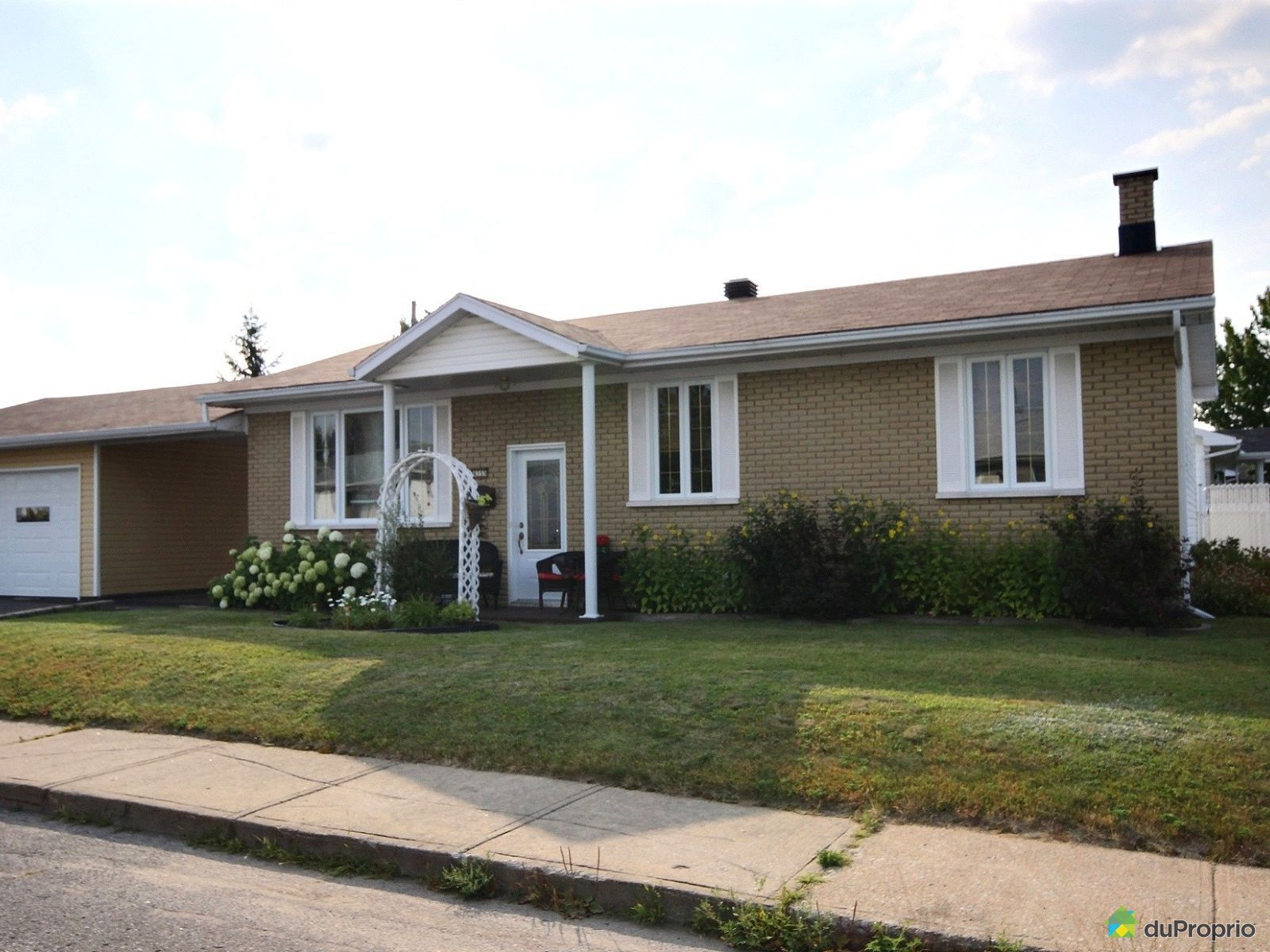 Maison vendre trois rivi res 4355 rue dargis for Porte et fenetre trois rivieres