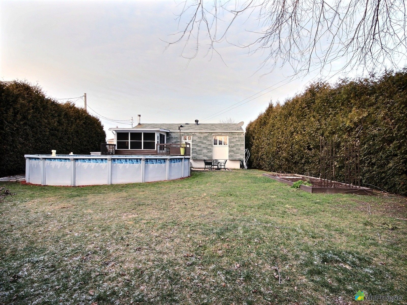 Maison vendre chambly 1376 rue charles lemoyne for College charles lemoyne piscine
