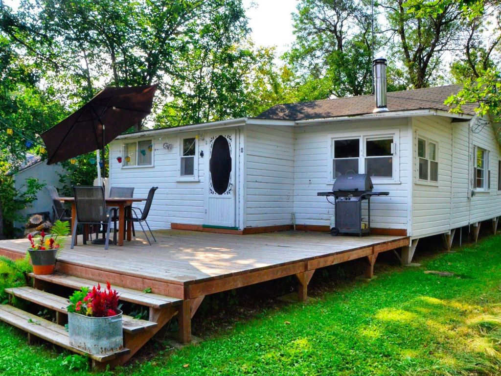 Cottage for sale in matlock 11 maplewood avenue comfree for Cottage packages manitoba