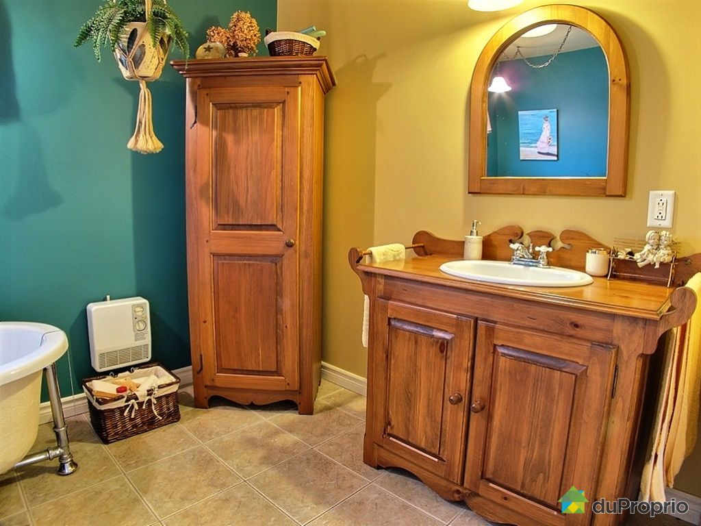 House sold in victoriaville duproprio 383214 for Salle de bain complete solde