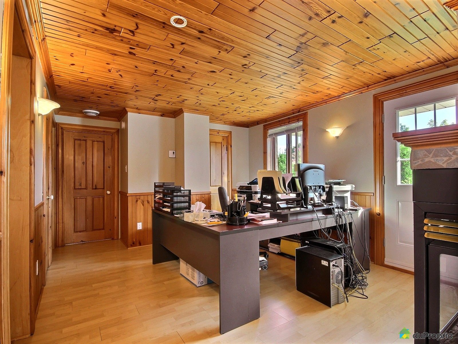 au bureau varennes restaurant au bureau varennes sur. Black Bedroom Furniture Sets. Home Design Ideas