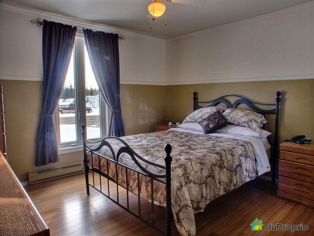 Maison vendu alma 805 route du lac ouest immobilier for Chambre a coucher alma