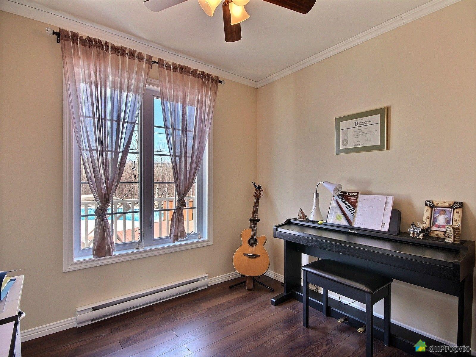 Maison vendre alma 250 avenue d 39 iberville immobilier for Chambre a coucher alma