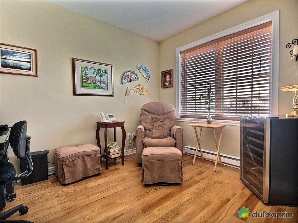 maison vendu ste marthe sur le lac immobilier qu bec. Black Bedroom Furniture Sets. Home Design Ideas