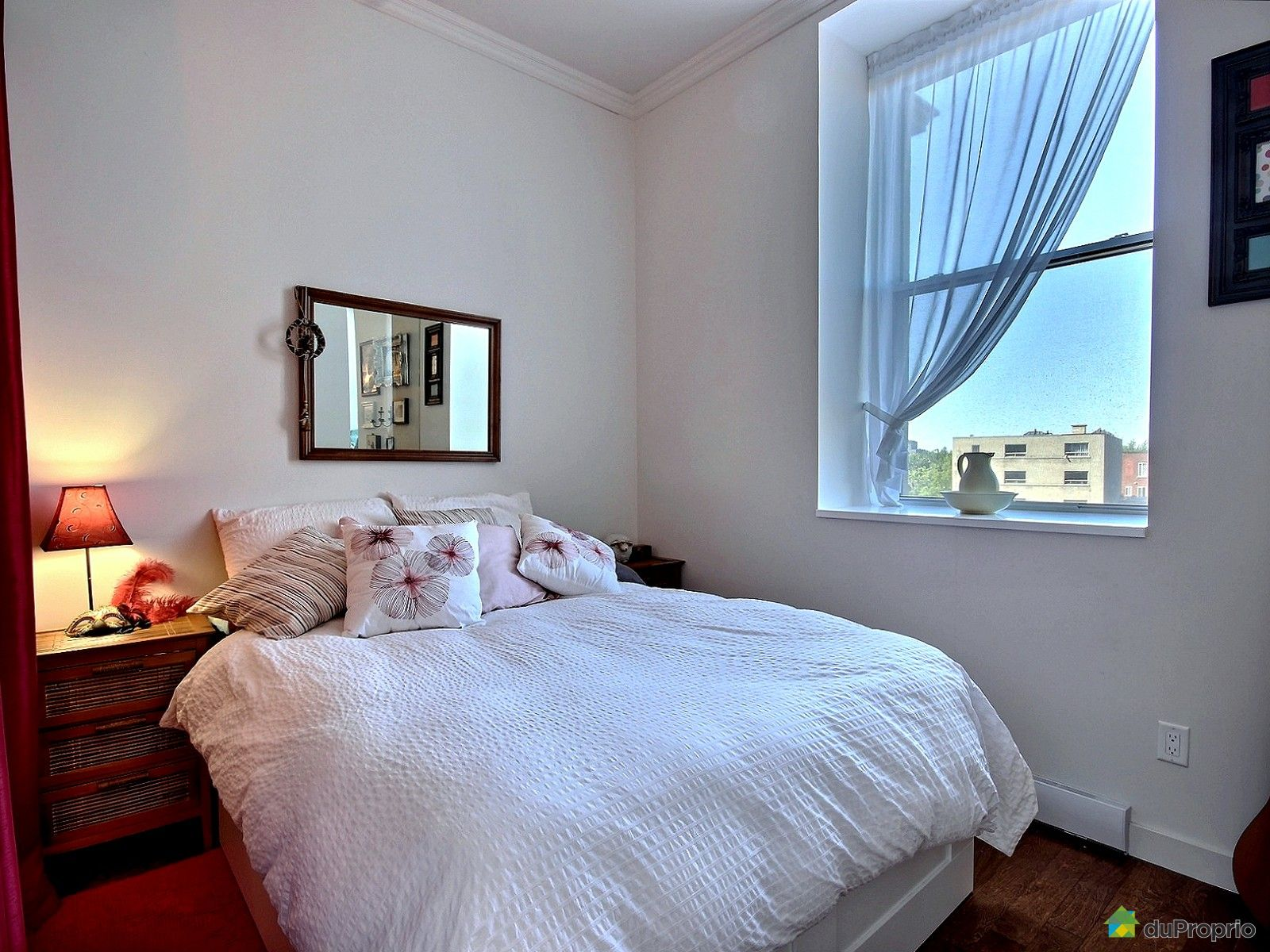 Condo vendu montr al immobilier qu bec duproprio 627372 for Chambre bain tourbillon montreal