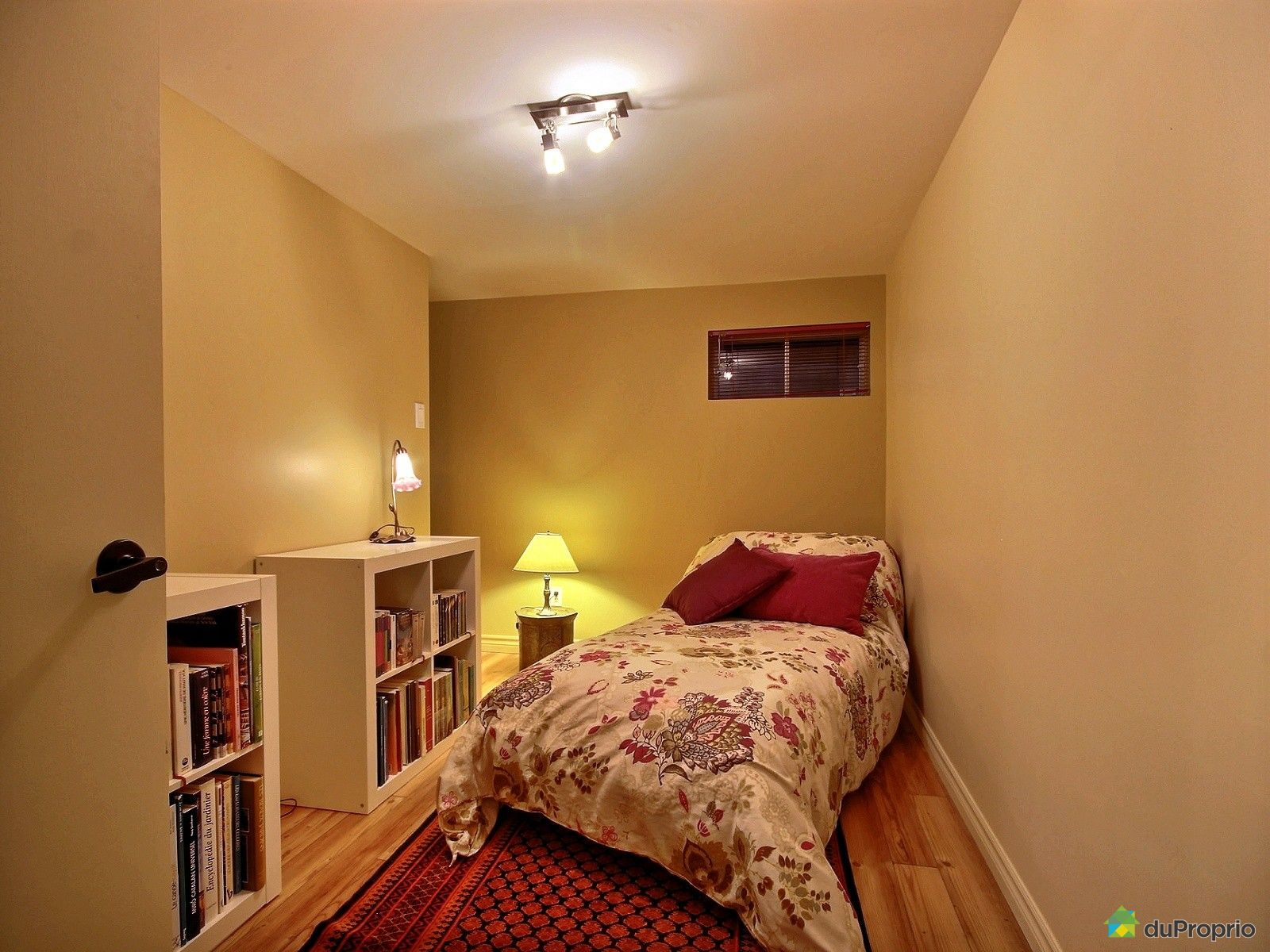 maison vendre ste foy 3255 avenue de la paix. Black Bedroom Furniture Sets. Home Design Ideas