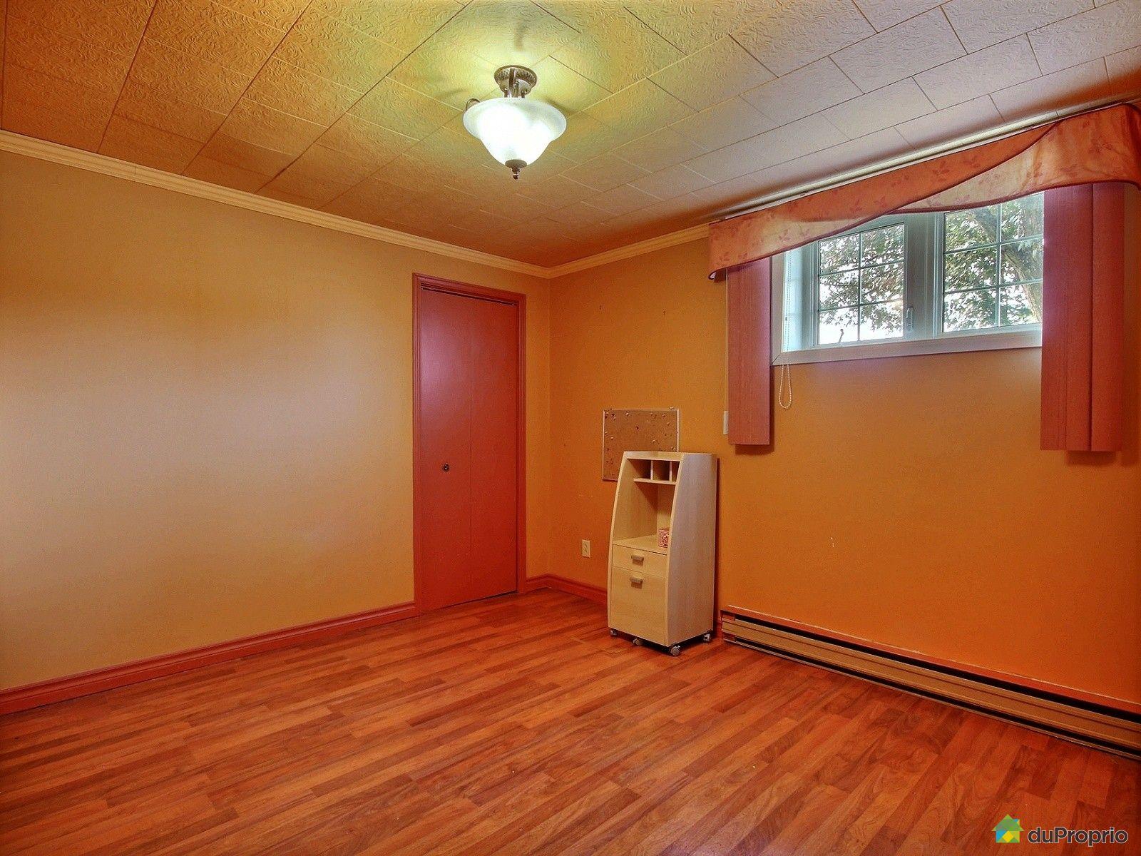 maison vendre dolbeau mistassini 170 avenue savary. Black Bedroom Furniture Sets. Home Design Ideas