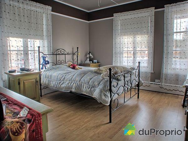 Immeuble revenu logement vendre la malbaie 320 324 for Chambre commercial