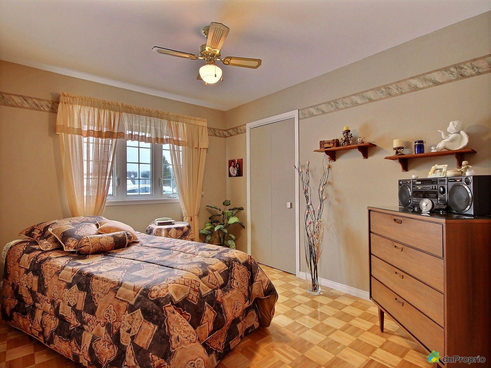 Maison vendre ste agathe des monts 660 rue sylvain for Chambre commerce quebec