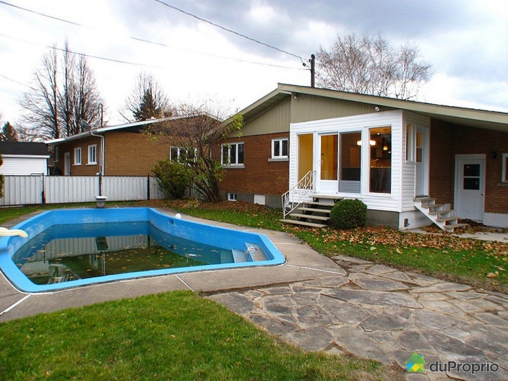Maison vendu salaberry de valleyfield immobilier qu bec for Balayeuse piscine creusee