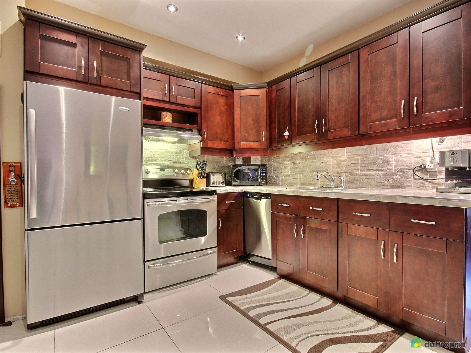 duplex vendu montr al immobilier qu bec duproprio 498889. Black Bedroom Furniture Sets. Home Design Ideas