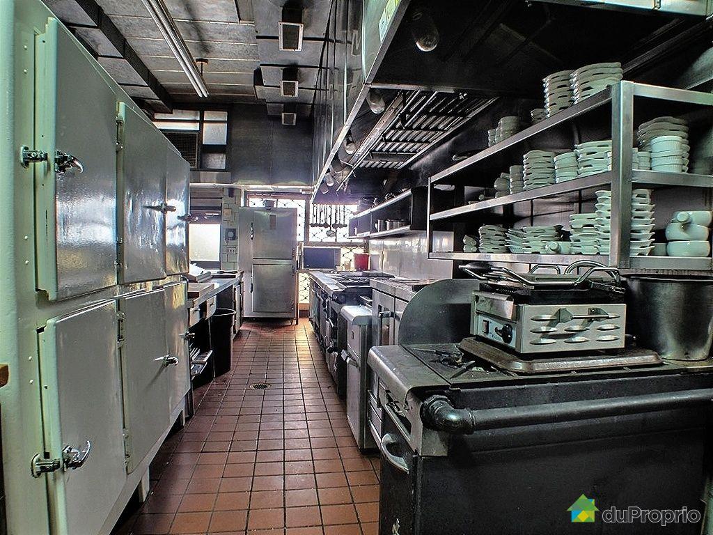 Espace commercial vendre vieux qu bec 36 40 c te de la for Fourniture de cuisine commerciale