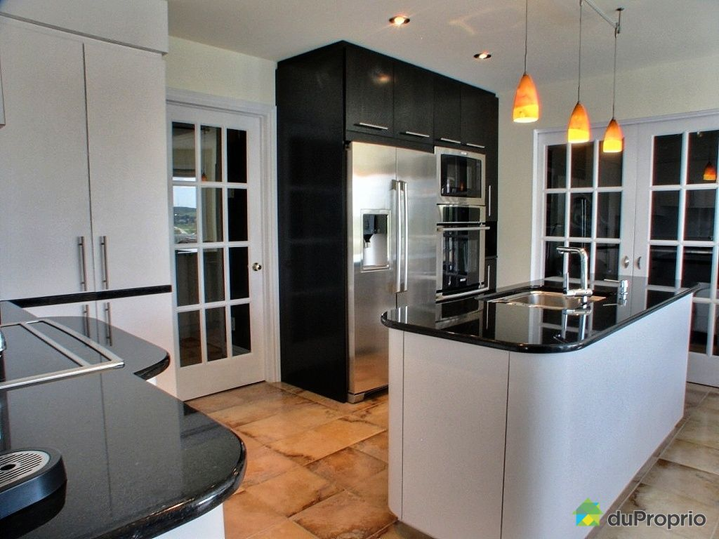 Idee Petite Salle De Bain Avec Wc : Maison à vendre Chicoutimi, 149, rue de la Forêt Noire, immobilier