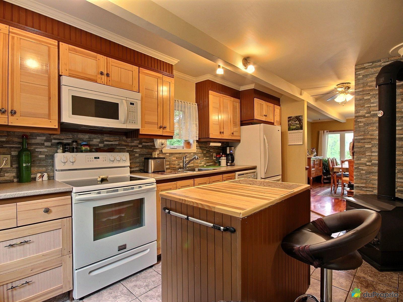 Maison vendre la conception 2632 chemin des pinettes for Conception cuisine quebec