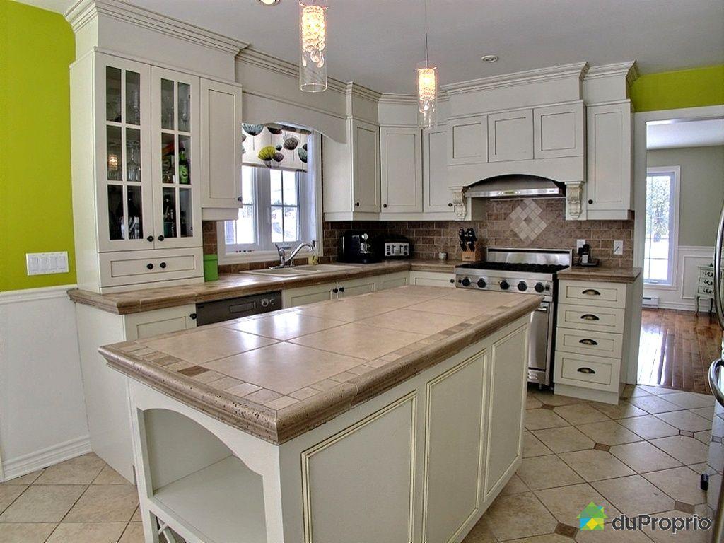 Maison vendu mirabel en haut immobilier qu bec for Armoire de cuisine mirabel