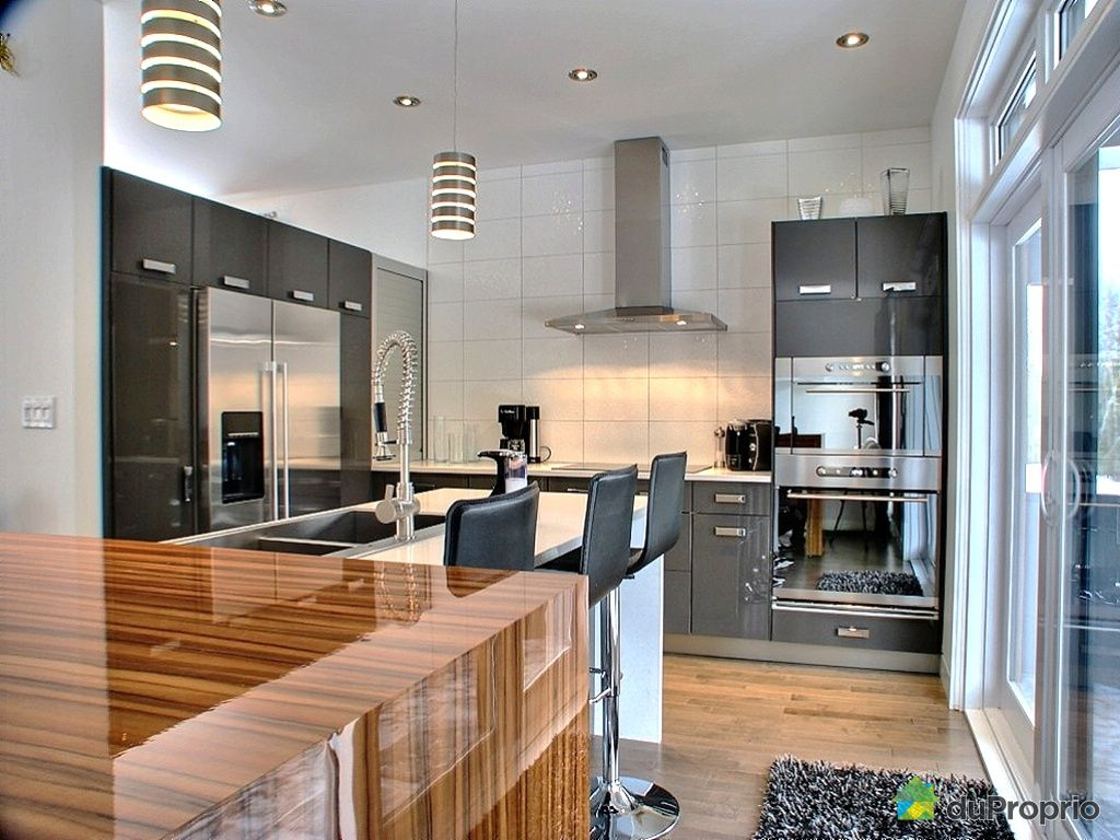 Beautiful maison a vendre cuisine moderne images design for Maison moderne quebec
