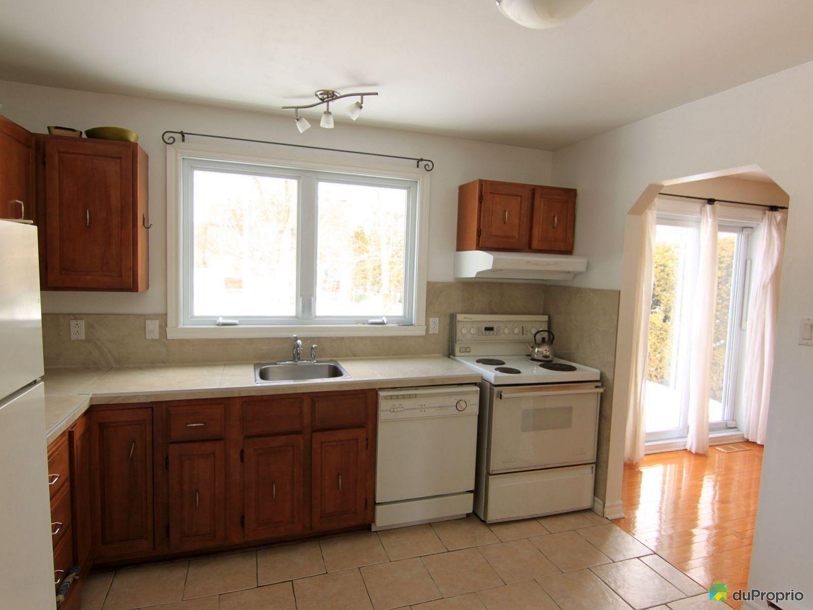 Maison vendre st bruno de montarville 2028 rue colbert for Ares cuisine st bruno