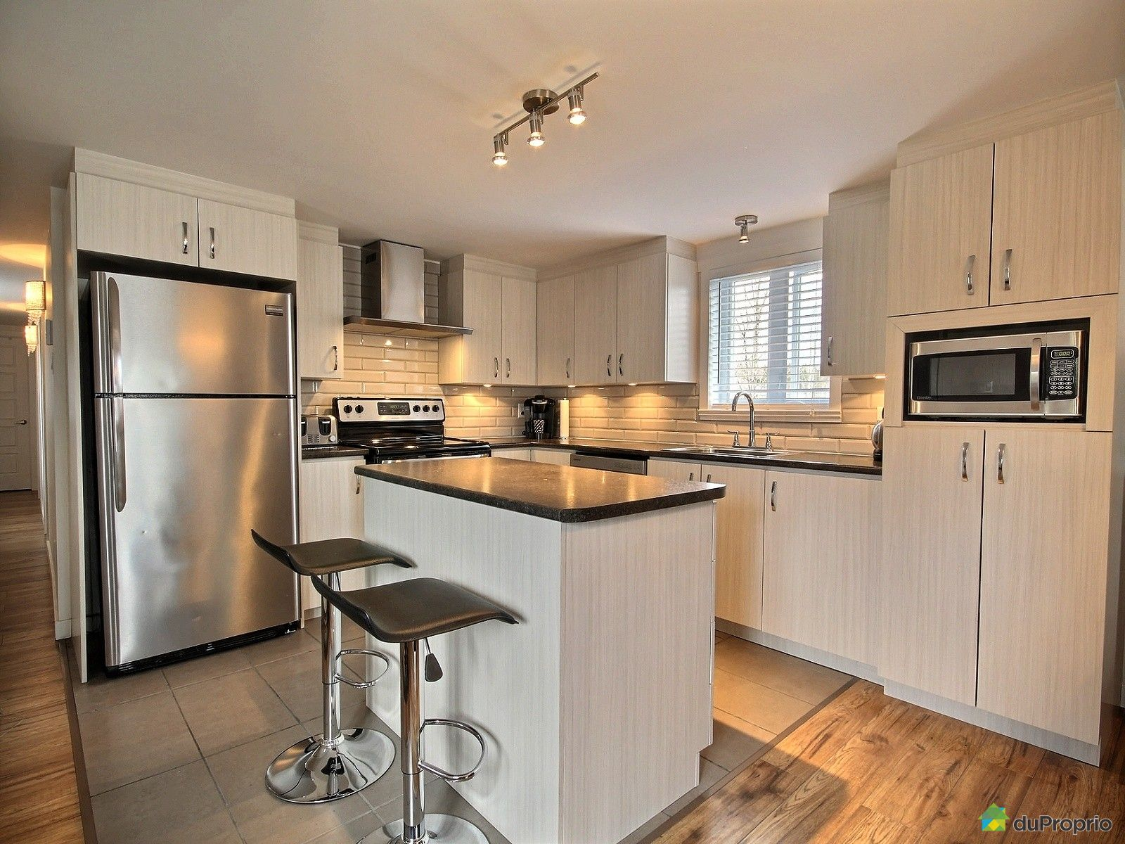 maison vendu charlesbourg immobilier qu bec duproprio 609729. Black Bedroom Furniture Sets. Home Design Ideas