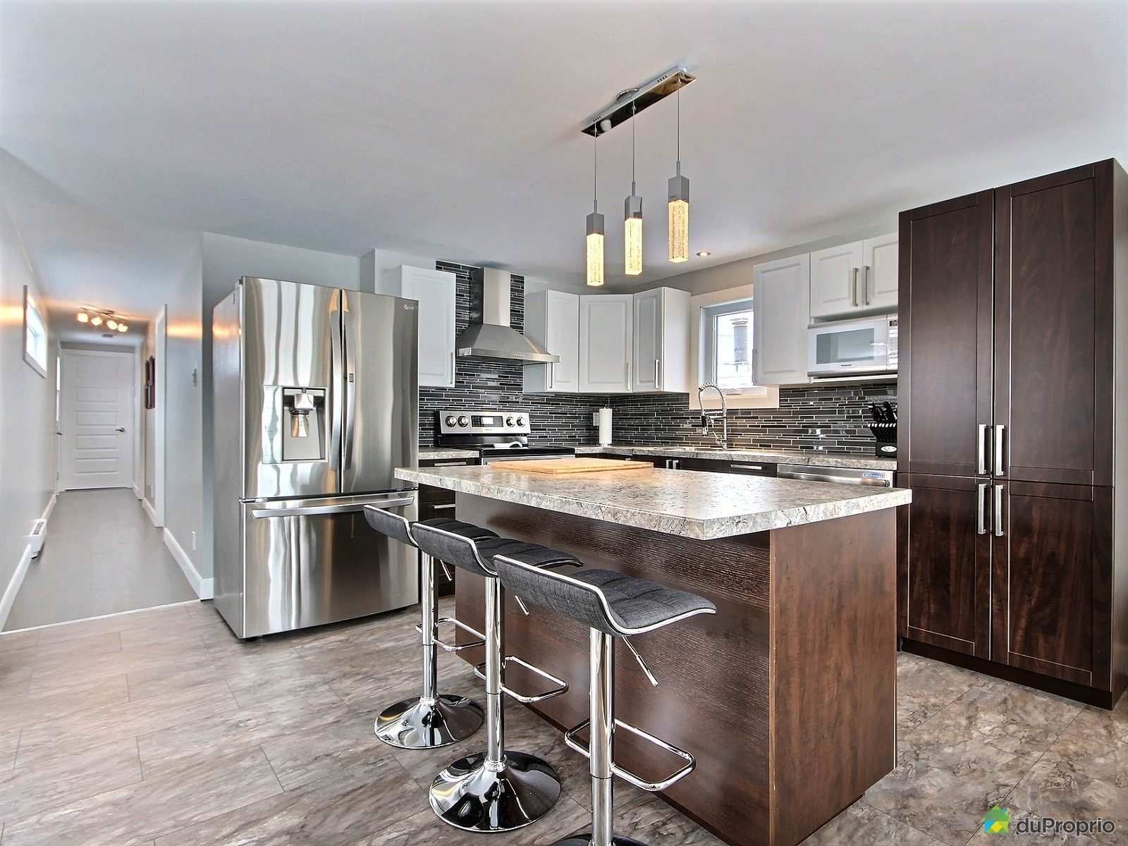 maison vendu ch teau richer immobilier qu bec duproprio 689479. Black Bedroom Furniture Sets. Home Design Ideas