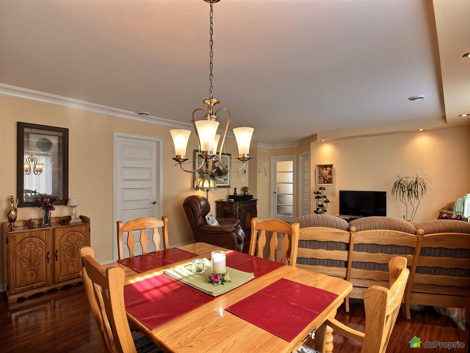 Chateau Dining Room Chateauguay