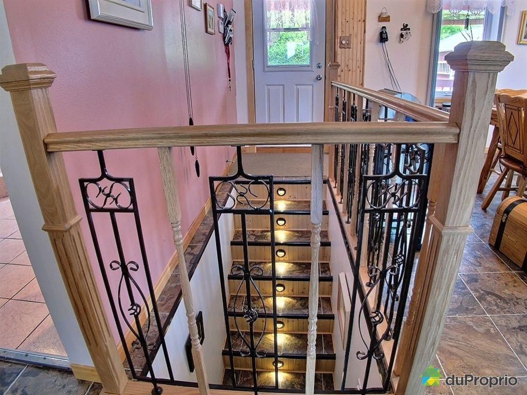 Duplex vendu chicoutimi immobilier qu bec duproprio for Decoration descente escalier sous sol