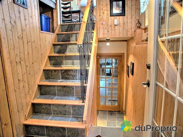 Maison vendu val des monts immobilier qu bec duproprio for Decoration descente escalier sous sol