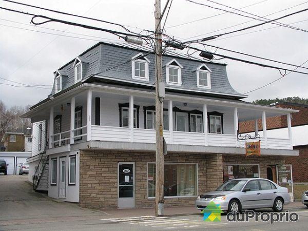 Immeuble revenu logement vendre la malbaie 320 324 st etienne immobili - Facade local commercial ...