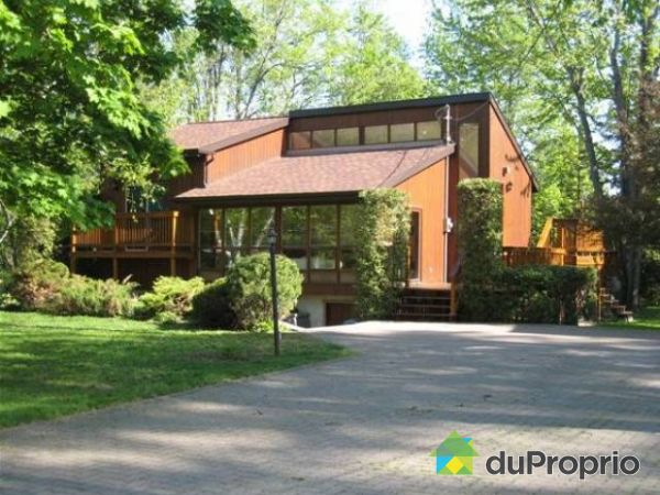 maison vendu laval sur le lac immobilier qu bec duproprio 70116. Black Bedroom Furniture Sets. Home Design Ideas