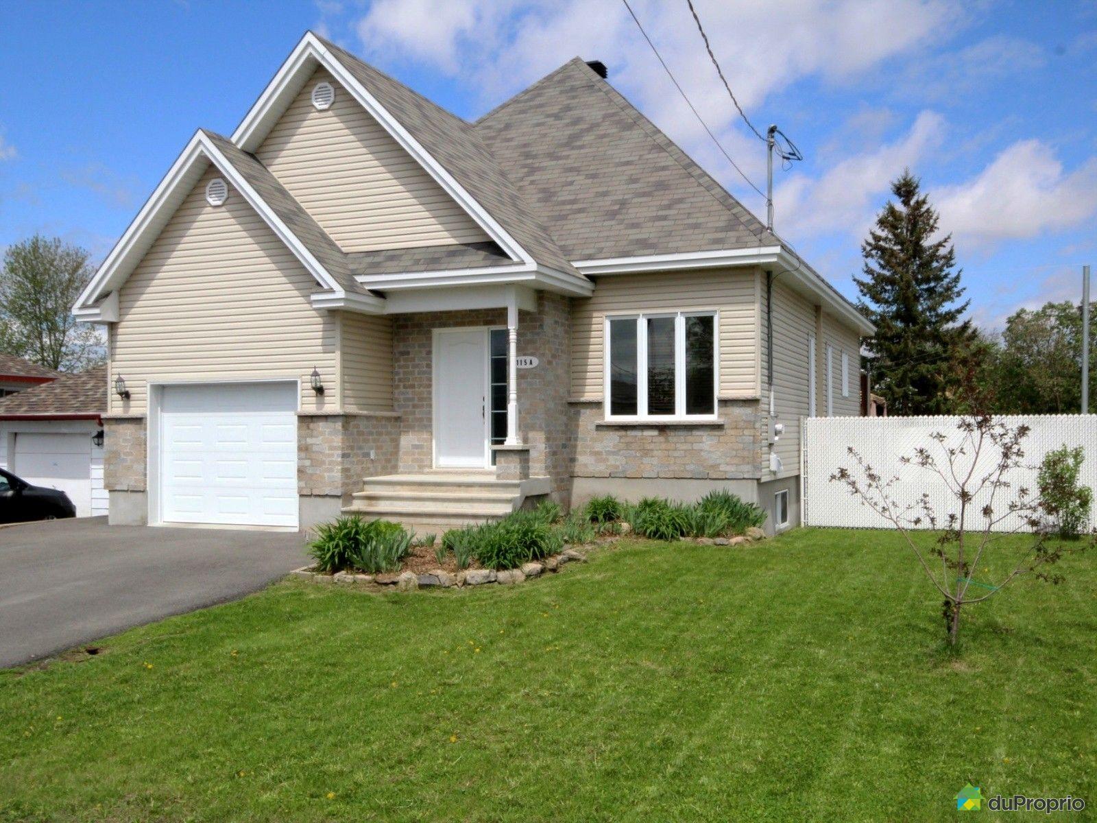 maison vendu ste marthe sur le lac immobilier qu bec duproprio 518769. Black Bedroom Furniture Sets. Home Design Ideas