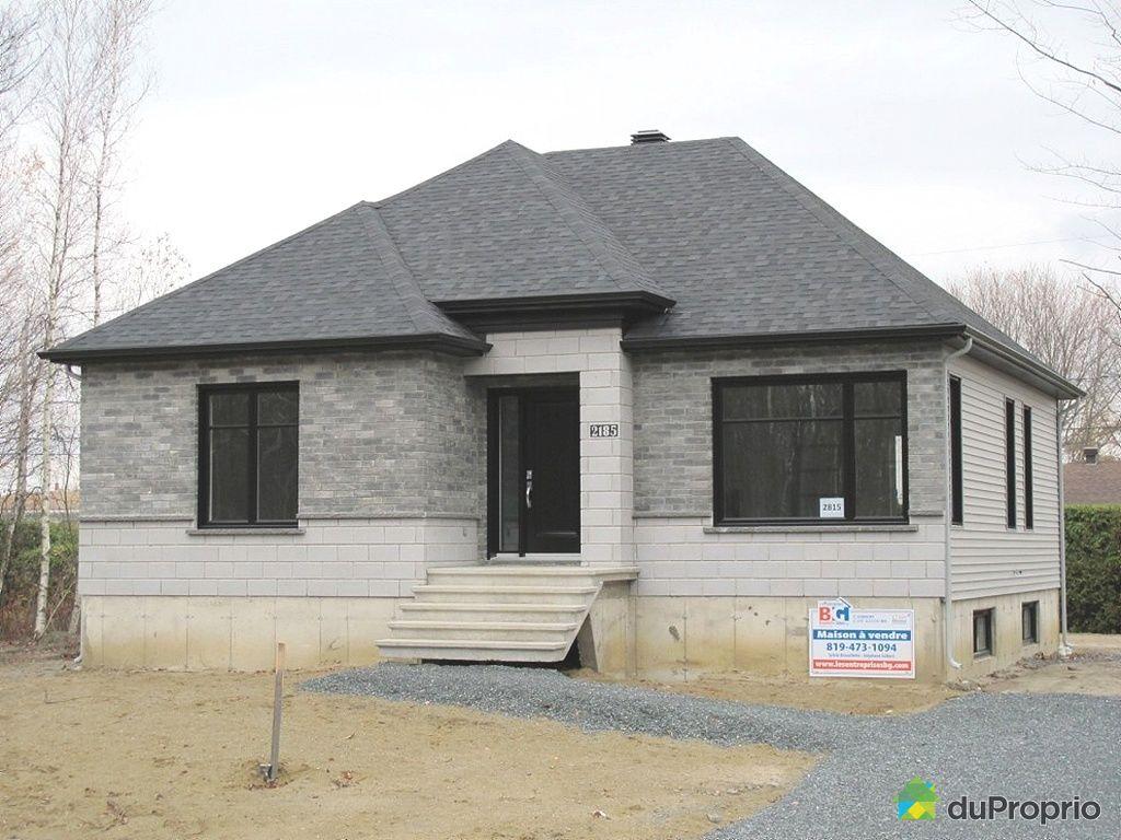 Maison brique moderne latest maison moderne brique grise for Brique facade maison