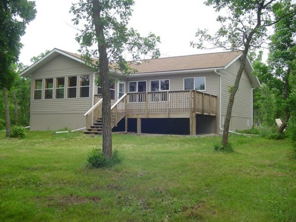 Cottage sold in lake manitoba narrows comfree 205848 for Cottage packages manitoba