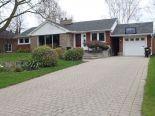 Bungalow in Burlington, Hamilton / Burlington / Niagara