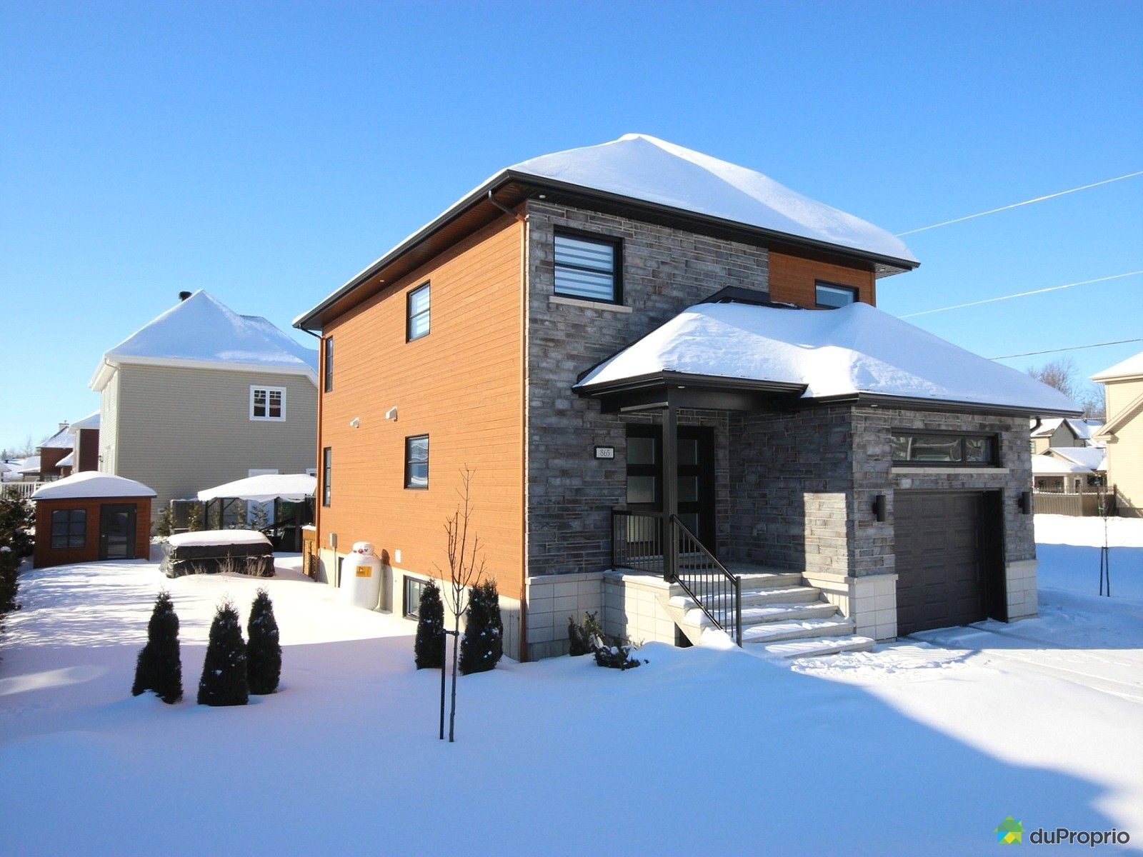 House sold in drummondville duproprio 577816 for Piscine radiant quebec