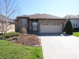 Bungalow in Dundas, Hamilton / Burlington / Niagara