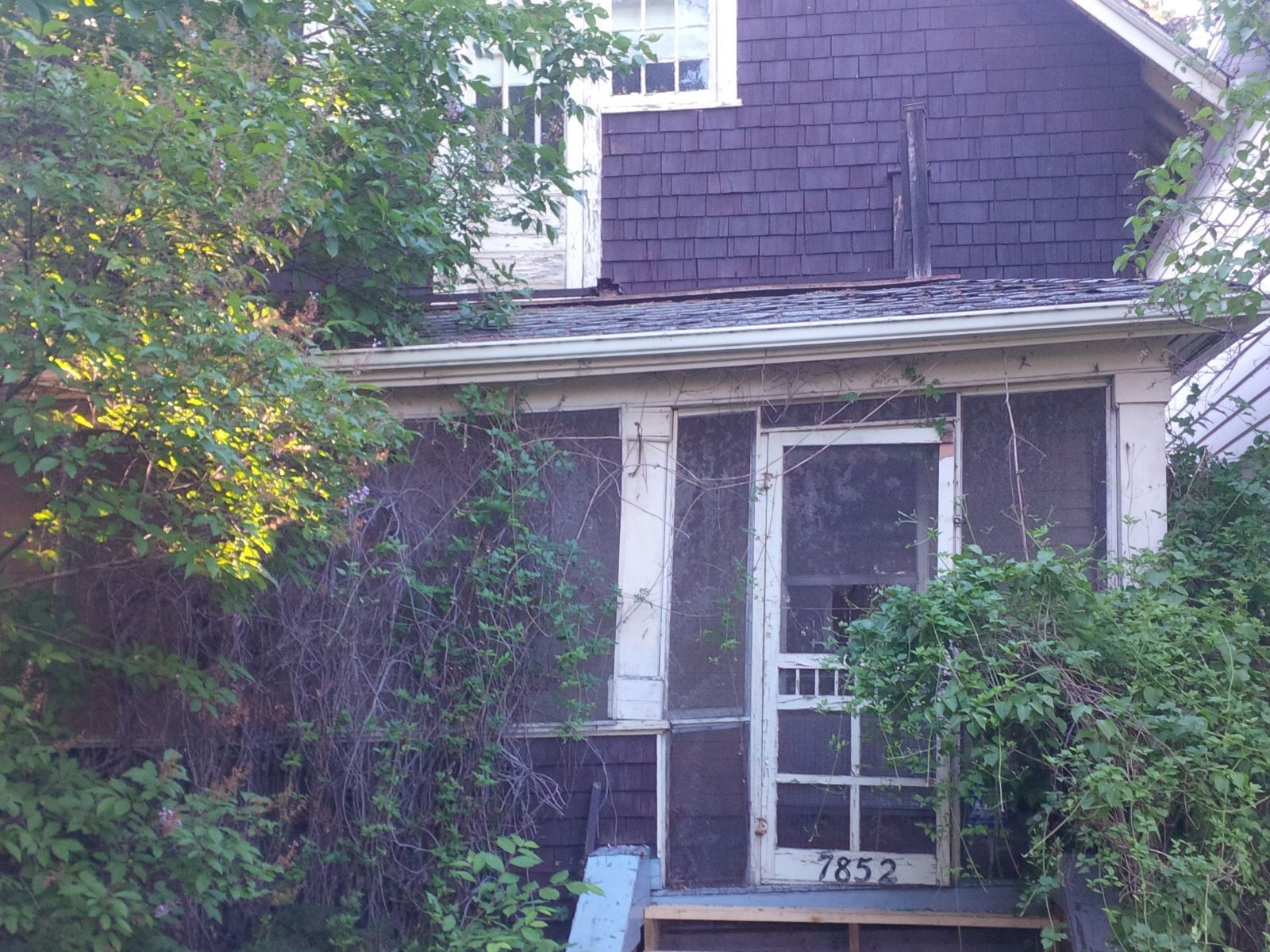 7852 jasper avenue nw edmonton northwest for sale comfree