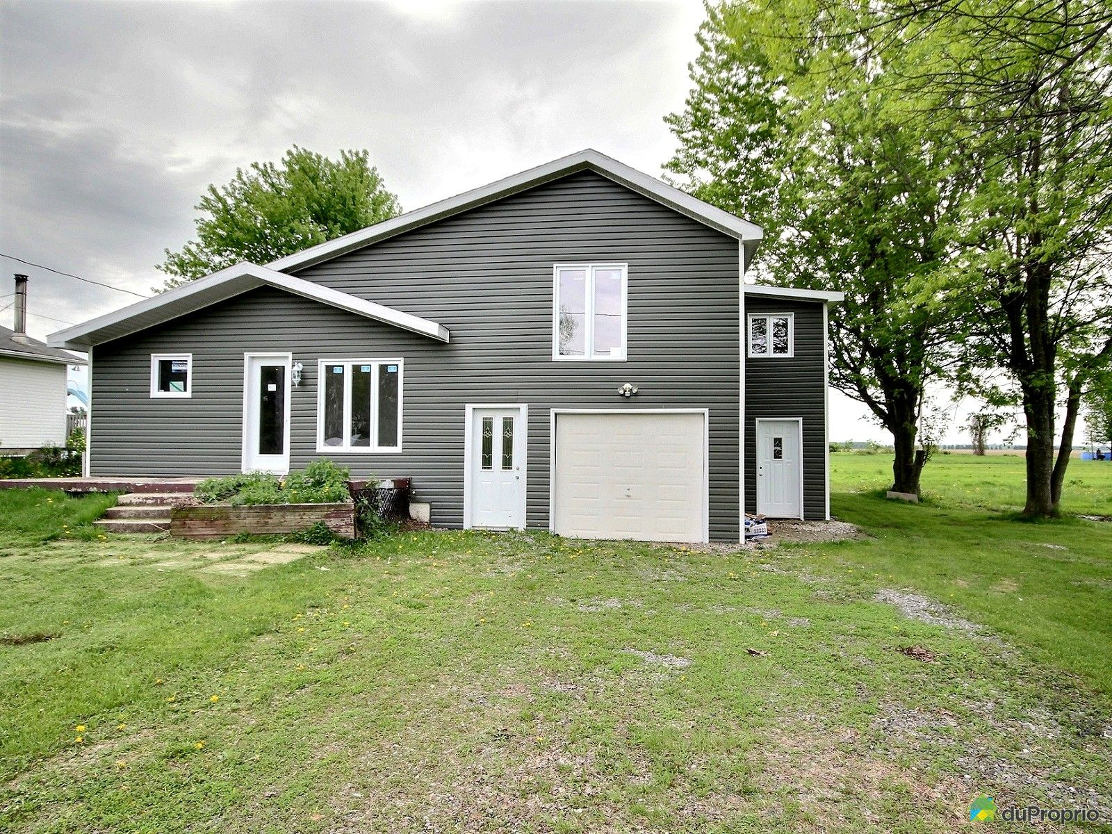 328 rue Champlain, Henryville for sale | DuProprio