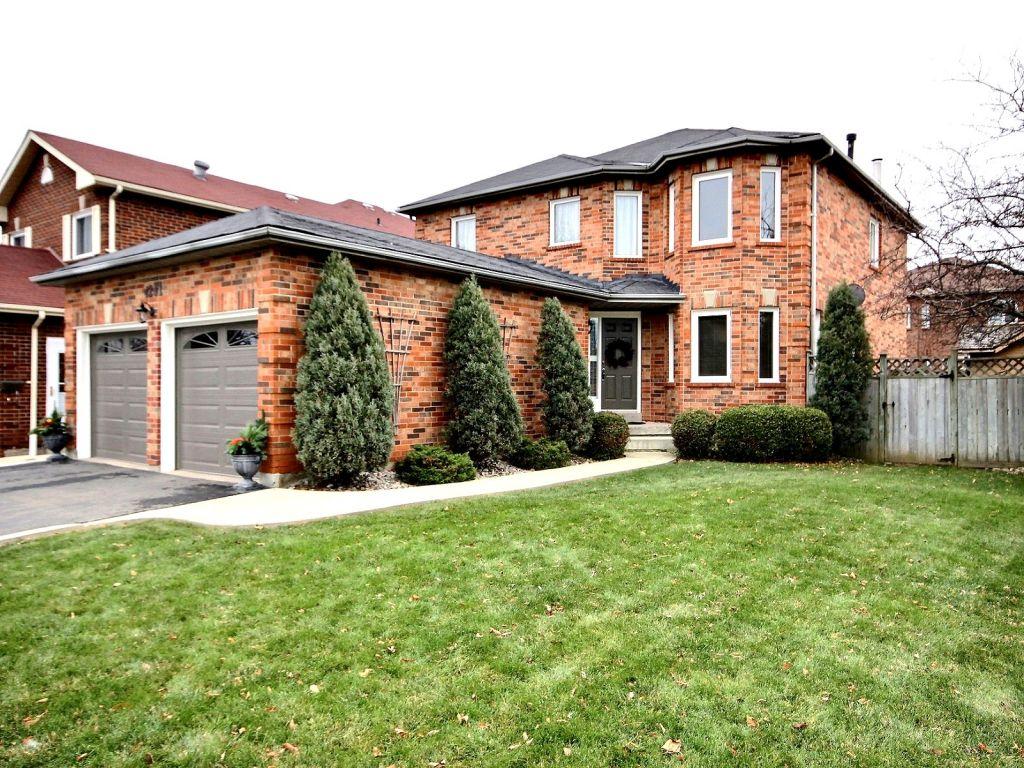 House sold in mississauga comfree 322383 for Modern homes mississauga