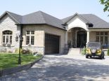 Bungalow in Stoney Creek, Hamilton / Burlington / Niagara