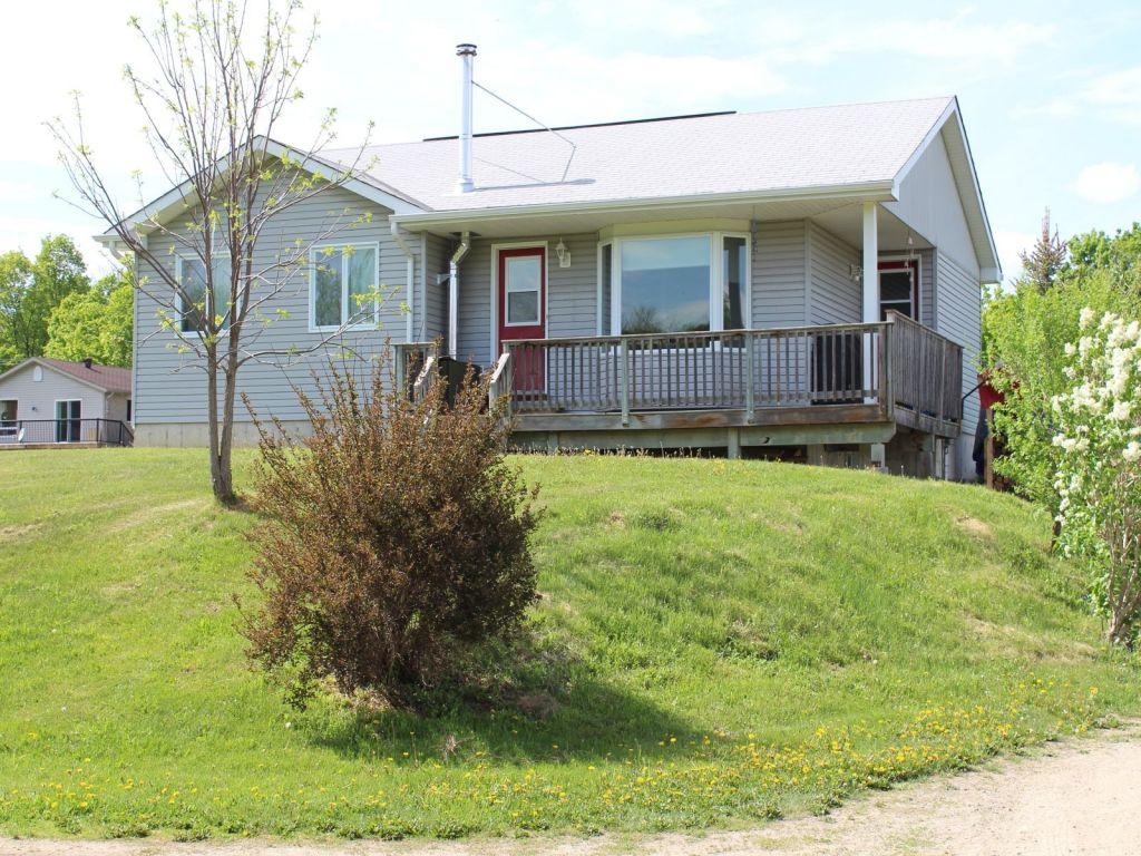 raised bungalow sold in terra nova comfree 594538