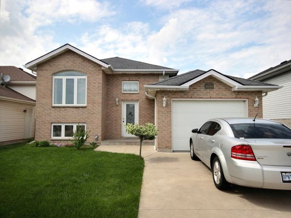 Raised Bungalow Sold In Windsor Comfree 613231