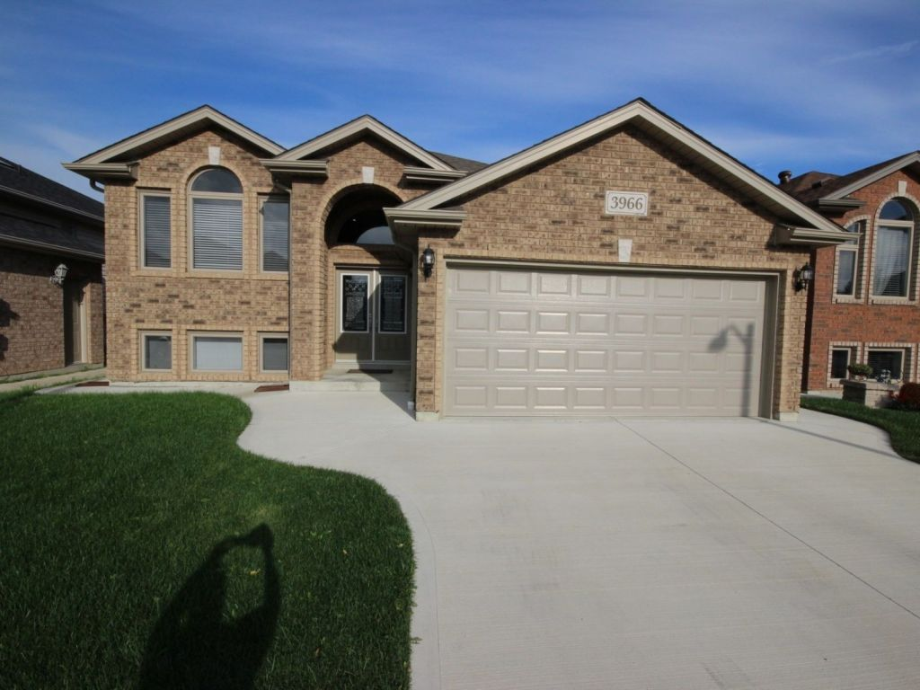 raised bungalow sold in windsor comfree 715305
