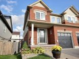 Townhouse in Mount Albert, Toronto / York Region / Durham