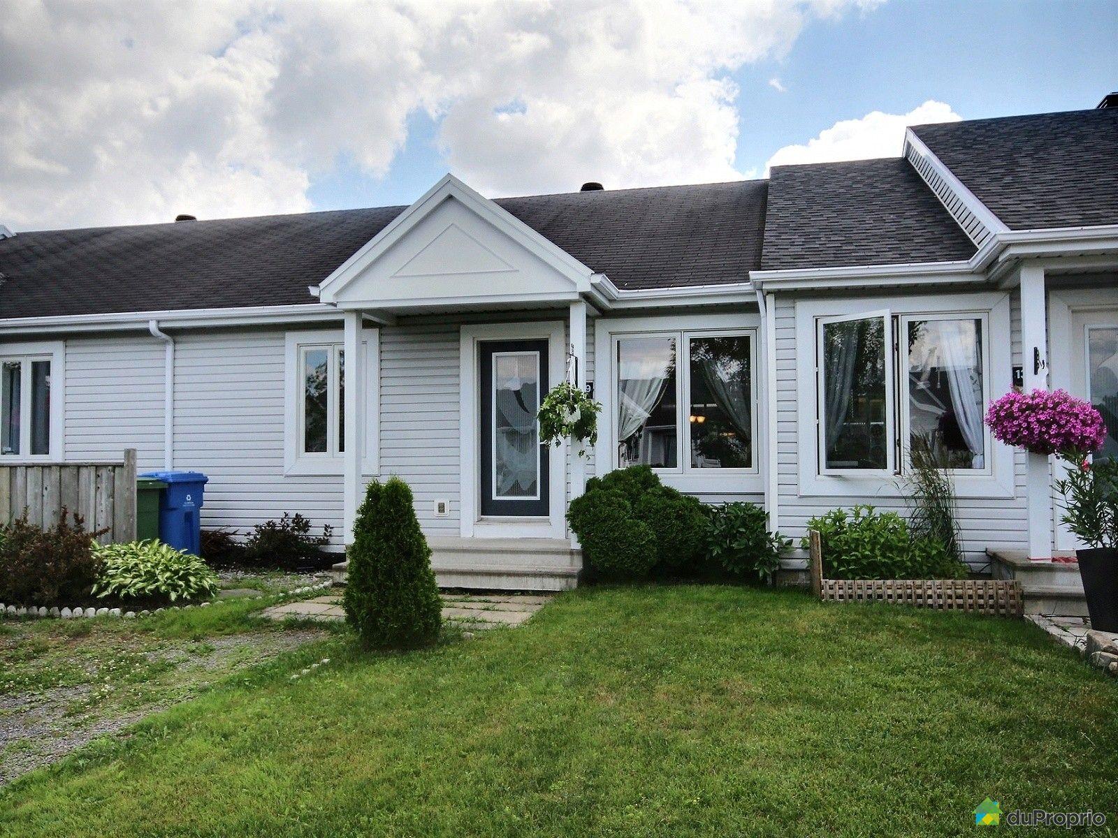 house sold in st mile duproprio 535038. Black Bedroom Furniture Sets. Home Design Ideas