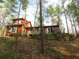Cottage in Northbrook, Kingston / Pr Edward Co / Belleville / Brockville
