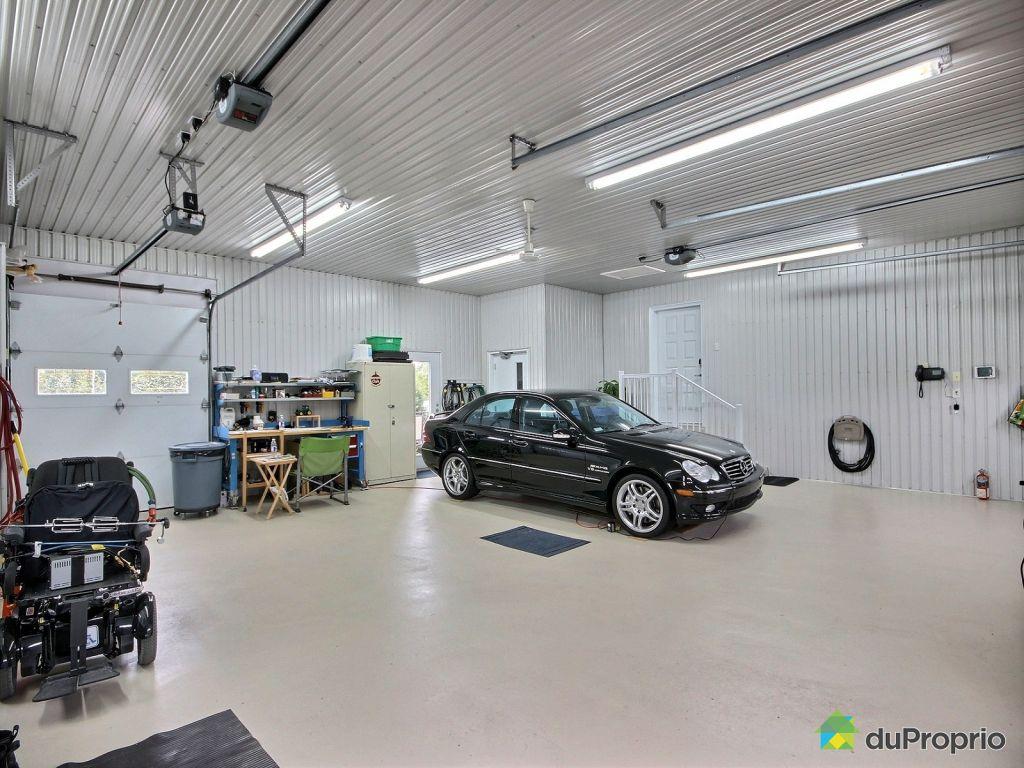 Maison vendre alma 660 route du lac ouest immobilier for Garage interieur
