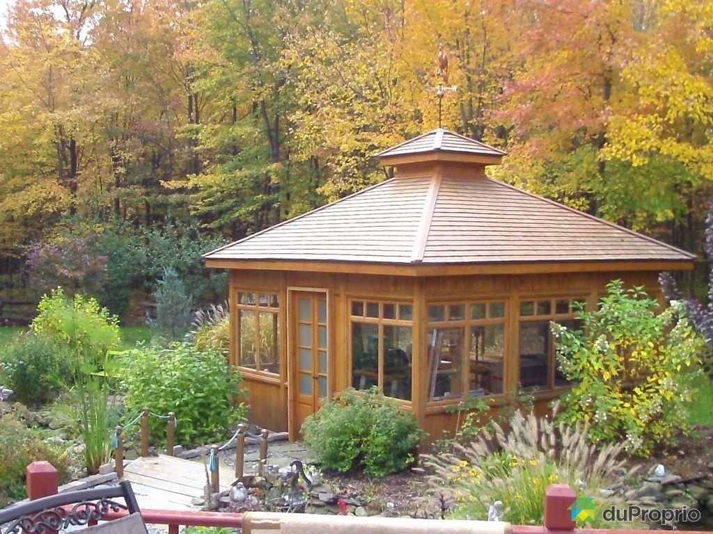 Maison vendu granby immobilier qu bec duproprio 328347 for Club piscine granby gazebo
