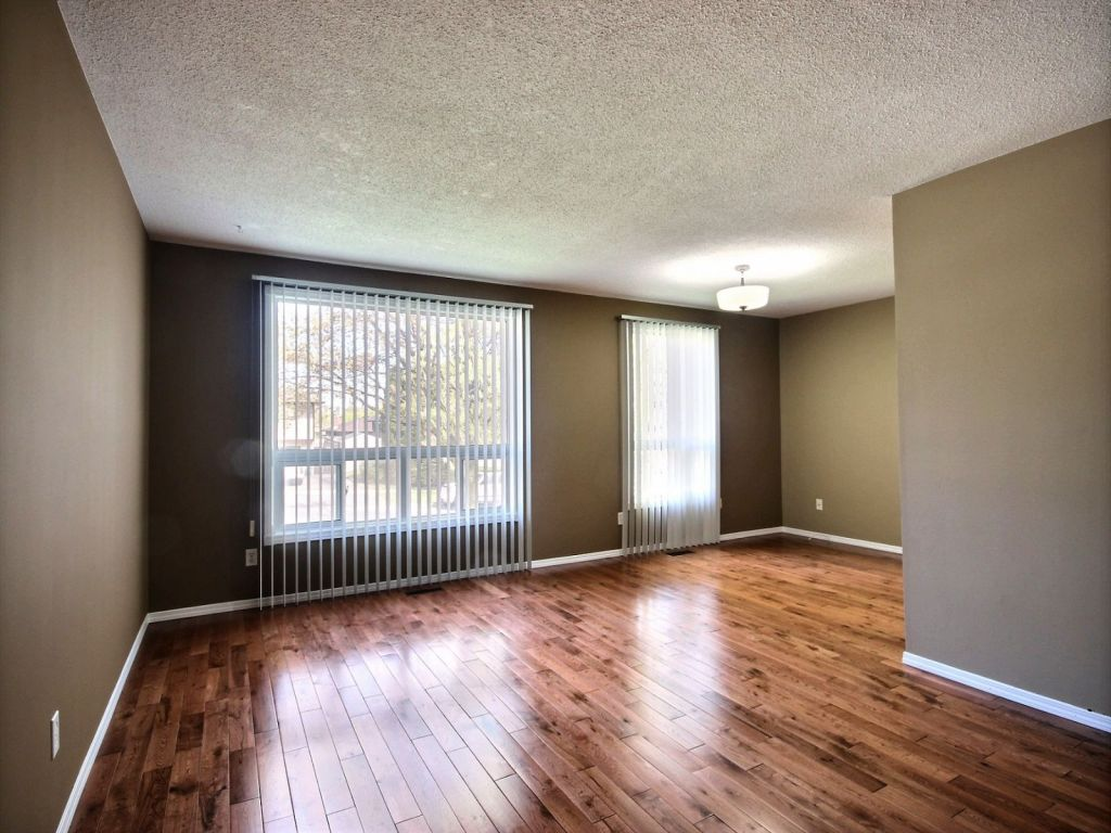 Laminate Flooring Kitchener 10 Coach Hill Drive Kitchener For Sale Comfree