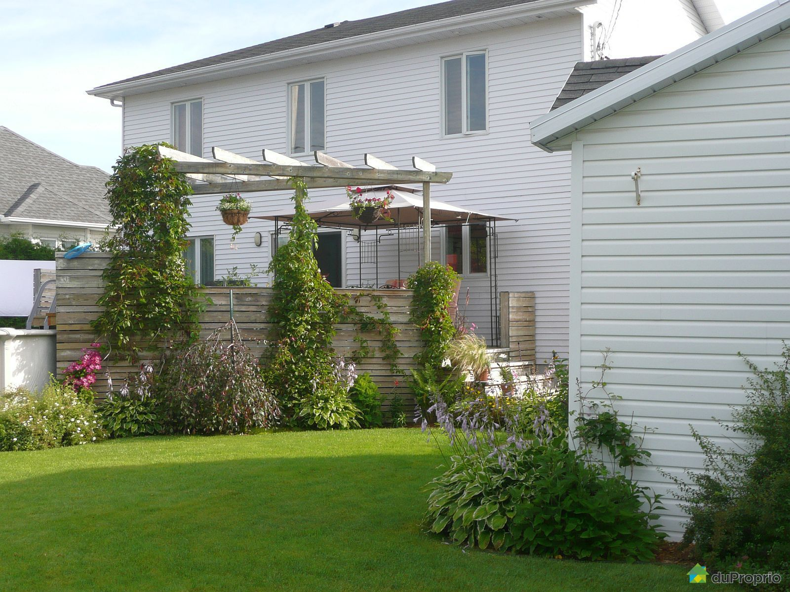 house sold in st mile duproprio 567092. Black Bedroom Furniture Sets. Home Design Ideas