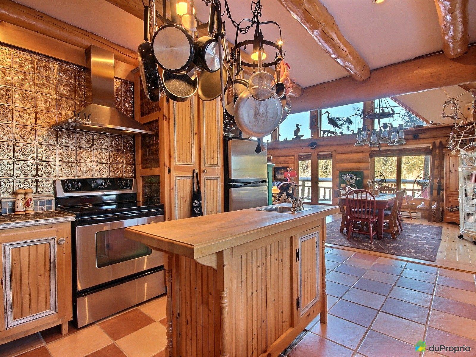 Interieur maison en bois rond for Maison de campagne en bois